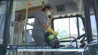 Miracatu intensifica higienização em ônibus - Transporte da cidade do Vale do Ribeira tem limpeza a cada intervalo de viagens.
