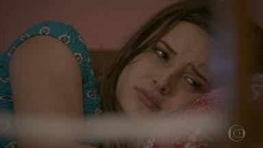 Cassandra chora, mas Débora duvida do sofrimento da irmã - A menina promete que vai mudar seu comportamento