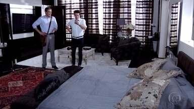 Crô diz a René que Tereza Cristina não dormiu em casa - René conta a Paulo, que fica preocupado com o desaparecimento da irmã. Enquanto isso, Tereza Cristina dorme com Pereirinha