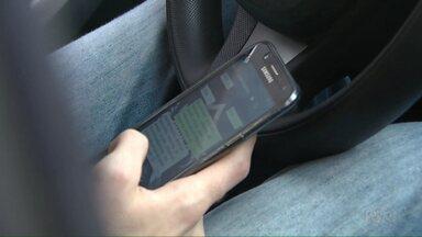 Uso do celular no trânsito reduz tempo de reação do motorista - No ano passado, 29 mil motoristas do Paraná foram multados por usar o celular ao volante.