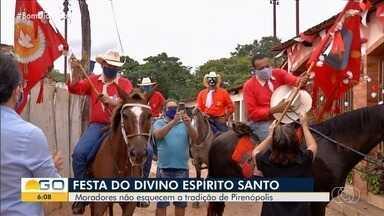 Após cancelamento das Cavalhadas de Pirenópolis, grupo não deixa tradição ser interrompida - Eles fizeram o tradicional trajeto dos cavaleiros, mas em um número menor de pessoas.