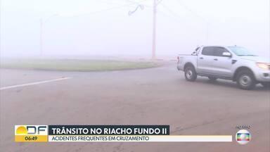 Moradores do Riacho Fundo II estão preocupados com acidentes de trânsito - Eles contam que um cruzamento na entrada do CAUB I está mal sinalizado, o que tem causado as batidas.
