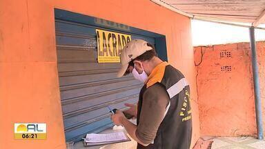 Fiscalização reforçada nos bairros onde há maior concentração de pessoas - Equipes do município percorreram ruas e fizeram abordagens