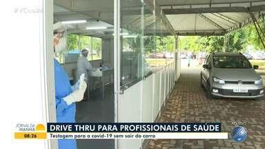 Profissionais de saúde podem fazer testagem de Covid-19 por sistema drive thru - Saiba mais detalhes sobre o serviço, que é oferecido para trabalhadores da rede estadual.