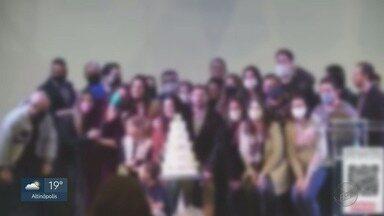 Fiéis de igreja evangélica se reúnem sem máscaras em Ribeirão Preto, SP - Vídeo mostra encontro em plena pandemia.