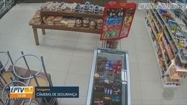 Carro invade loja de conveniência na zona sul de Ribeirão Preto, SP - Motorista que causou acidente fugiu.