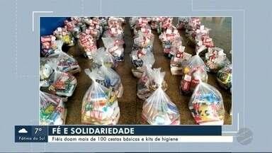 Fiéis doam mais de 100 cestas básicas e kits de higiene - Fiéis doam mais de 100 cestas básicas e kits de higiene