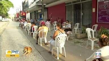 Cidades em quarentena rígida têm filas em bancos e lotéricas - Filas começaram a se formar antes das 6h.