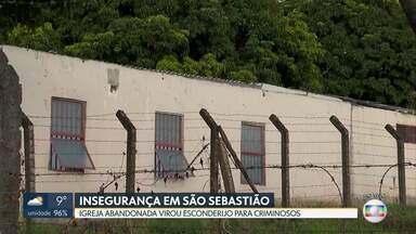 Igreja abandonada preocupa moradores - Eles reclamam da insegurança em São Sebastião e dizem que a igreja virou esconderijo para criminosos.
