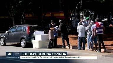 Moradores em situação de rua sofrem com a pandemia do novo coronavírus - Restaurantes da capital fazem doações de marmitas para quem precisa.