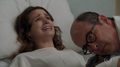 Maria entra em trabalho de parto - O médico alerta Anastácia e Celso que mãe e bebê estão em risco