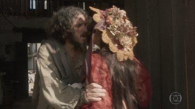 Licurgo expulsa Germana da taberna - Ele não aceita a volta da esposa depois de ela roubar todo o dinheiro do casal para fugir sozinha para a Europa