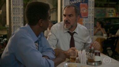 Germano e Zé Pedro comem empadas no bar de Hugo - O advogado lamenta a saída de Germano da Bastille e os dois conversam sobre as dificuldades no casamento
