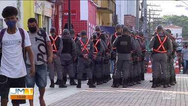 Policiais militares atuam na fiscalização do cumprimento do decreto estadual em São Luís - Ação foi realizada na principal ruda do comércio de São Luís. Todos os estabelecimentos e até o distanciamento das pessoas, foram monitorados.