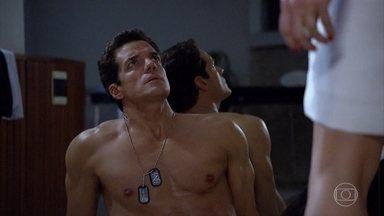 Tereza Cristina suspeita que Ferdinand seja o amante de Crô - Crô procura pela patroa e ouve barulhos vindo da sauna