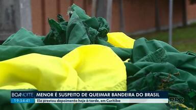 Adolescente é suspeito de queimar bandeira do Brasil em Curitiba - Ele foi ouvido pela polícia nesta quarta-feira (3).