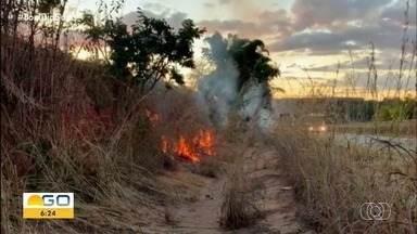 PRF prende suspeitos de provocar incêndio em Goiás - Duas pessoas foram detidas.