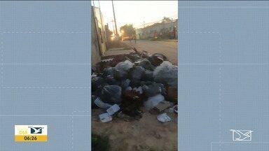 Lixo de hospital de campanha preocupa moradores em Santa Inês - Caso foi denunciado por meio de um vídeo feito por uma moradora que vive na cidade.