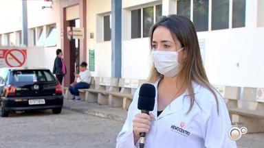 Frio e pandemia fazem doações de sangue caírem no hemocentro de Rio Preto - Os estoques de sangue nos hemocentros da região caíram muito por causa da pandemia do novo coronavírus e também pelo frio das últimas semanas. Por isso muitas unidades estão fazendo a campanha Junho Vermelho.