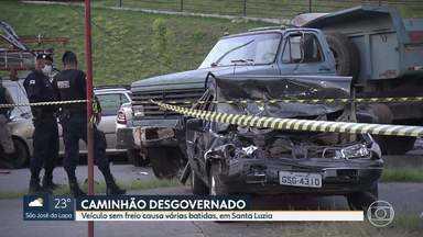 Caminhão desgovernado causa acidente em Santa Luzia - Veículo teria perdido os freios na Avenida Raul Teixeira da Costa Sobrinho. A energia da região ficou interrompida por cinco horas.
