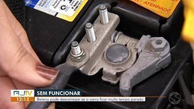 Mecânico dá dicas de como cuidar da bateria do carro - Bateria pode descarregar se o veículo ficar muito tempo parado.