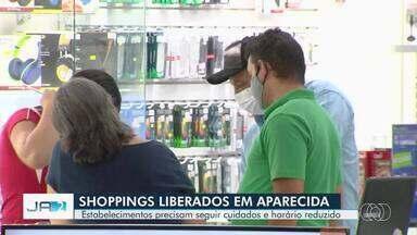 Shopping center em Aparecida de Goiânia reabre e muitas lojas não reabriram - Clientes tiveram temperatura aferida na entrada do estabelecimento.