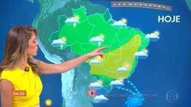 Previsão do tempo: risco de temporal no Sul e calor no Nordeste - Em Porto Alegre, a mínima será de 15 graus e máxima de 19. Já o litoral nordestino faz mais calor e com aquela chuva passageira.