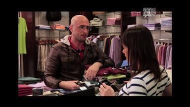 Consumo - Paulo Gustavo fala sobre o furor consumista com esquetes como o vendedor que conhece os macetes para seduzir clientes e o consumista compulsivo.