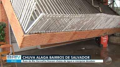 Frente fria atinge diversos bairros de Salvador, nesta sexta; veja a previsão do tempo - Ruas do Rio Vermelho ficaram cheias de água e marquise desabou.