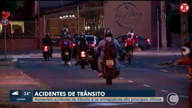 Entregadores em motos são as principais vítimas de acidentes de trânsito em Teresina - Entregadores em motos são as principais vítimas de acidentes de trânsito em Teresina
