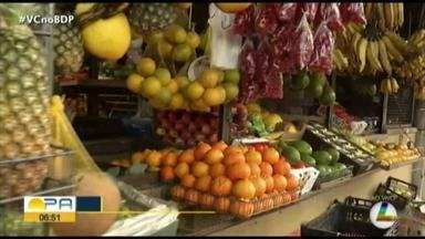 """Quadro """"Dia de feira"""" trazendo informações de preços de frutas e legumes - Veja como estão os preços dos produtos."""