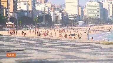 No Rio de Janeiro, feriado de Corpus Christi tem praia e shopping - Não foi preciso procurar muito para encontrar gente desrespeitando as regras de distanciamento social e de uso de máscara.