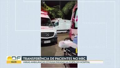 Pacientes sem covid-19 são transferidos do Hospital de Ceilândia - Vídeos mostram várias ambulâncias paradas na porta do HRC na noite dessa quinta (11) para transferir pessoas com outras doenças.
