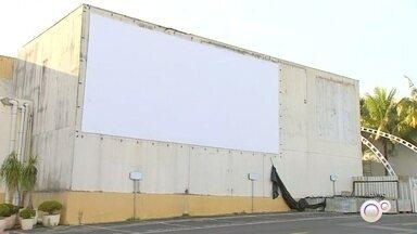 Cinema exibirá filmes em formato drive-in em Itapetininga - O cinema de Itapetininga (SP) vai exibir filmes no formato drive-in a partir desta sexta-feira (12). Serão recebidos apenas 80 carros e o valor do ingresso varia de R$ 20 a R$ 30.