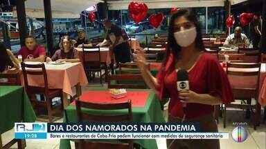 Bares e restaurantes de Cabo Frio podem funcionar com medidas restritivas - Se não fosse pela pandemia, os locais estariam abarrotados nesta data.