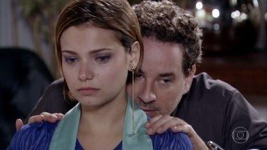 Paulo rejeita desenhos de Vanessa - Vanessa pede mais tempo para tentar se encaixar nas exigências da Fio Carioca