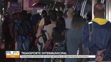 Transporte intermunicipal é alvo de reclamações de passageiros e motoristas - Sumiço de linhas e aglomeração nos ônibus são as principais queixas