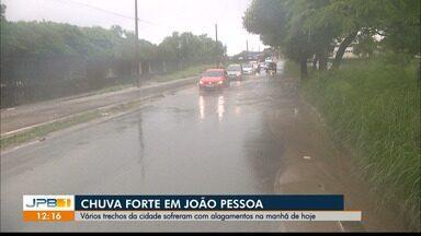 Chuva forte atinge João Pessoa nesta terça-feira (16) - Pontos da capital paraibana ficaram alagados.