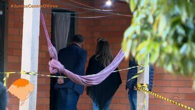 Polícia Civil investiga assassinato de mãe e filha em Casca - Neusa e Ana Paula Rapkievicz foram atingidas por disparos dentro de um carro, ao chegarem em casa. Irmão da vítima afirma que elas recebiam ameaças de morte. Feminicídio e latrocínio estão descartados.