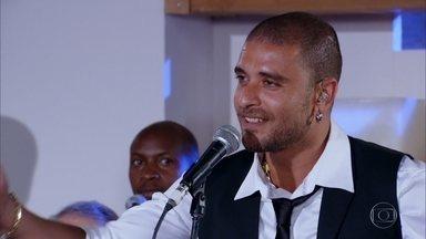 Diogo Nogueira anima a festa de Griselda - Todos dançam e se divertem na mansão