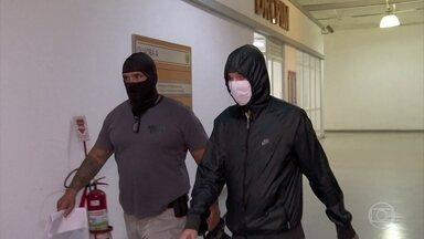 Nova etapa de operação no Rio prende quatro suspeitos por fraude na compra de respiradores - Operação Mercadores do Caos está na segunda fase e já prendeu um superintendente da Secretaria Estadual de Saúde do Rio. Operação investiga se houve fraude na compra de respiradores para o combate à Covid-19 pelo estado.