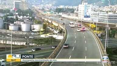 Saiba como está o trânsito em vários pontos do Rio - As câmeras da CET-Rio mostram trânsito intenso na Avenida Brasil e Ponte Rio-Niterói