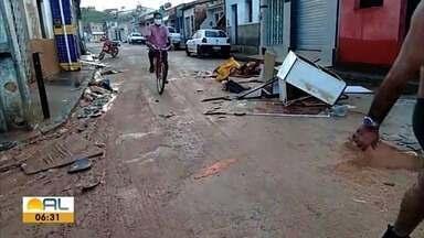 Nível do rio Jacuípe está voltando à normalidade - Acesso ao município pela AL-101 não está mais inundado, mas ruas continuam com lama.