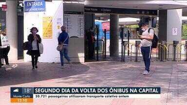 Mais passageiros usam ônibus no 2º dia de retorno em Florianópolis, com 18 viagens extras - Mais passageiros usam ônibus no 2º dia de retorno em Florianópolis, com 18 viagens extras