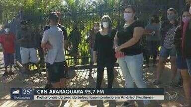 Profissionais da área da beleza fazem protesto em Américo Brasiliense - O apresentador da CBN Milton Filho traz mais informações.
