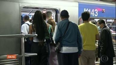Risco de ser infectado preocupa quem usa o transporte público na capital paulista - Nesta quinta (18), o pico de lentidão do trânsito foi às 16h30, com 59 km de congestionamento. Ainda está abaixo dos índices pré pandemia. O transporte coletivo, o medo de ser infectado não é só dos passageiros.