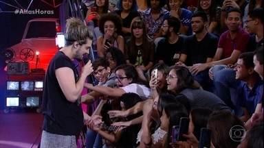 Luan Santana canta 'Dia, Lugar e Hora' - Clima de romance toma conta do 'Altas Horas'