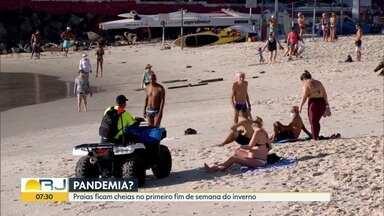 Em meio à pandemia, praias lotadas em domingo de sol - Cariocas ignoram isolamento e lotam praias em toda cidade. PM e Guarda Municipal não conseguem retirar banhistas das areias.