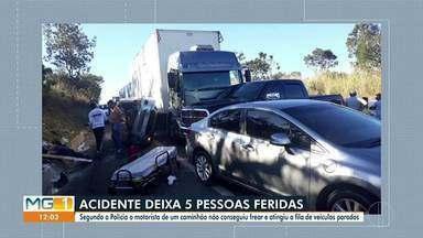 Cinco pessoas ficam feridas em engavetamento na BR-135, em Curvelo - Segundo a Polícia Militar Rodoviária, motorista de caminhão não conseguiu frear e bateu em outros veículos.