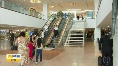 Shoppings e comércio reabrem no Grande Recife durante pandemia da Covid-19 - Estabelecimentos comerciais receberam autorização do governo para funcionar, desde que cumpram protocolo de higiene e segurança.